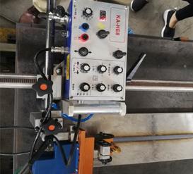 水平摆动焊接小车